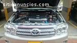 Camioneta Toyota Fortuner como Nueva