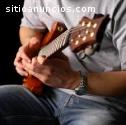 Comienza a tocar la guitarra