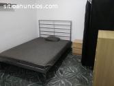 Habitación grande espaciosa con cama dob