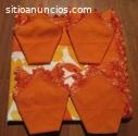 Mantel naranja con remate de ganchillo