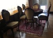 Mesa redonda de juego y 6 sillas en colo