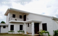 Rento enorme casa, recién construida en