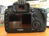 Canon 5D mark iii con el objetivo origna